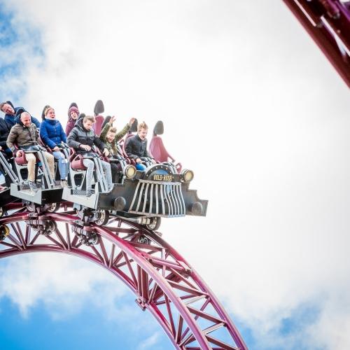 Deze afbeelding heeft een leeg alt-attribuut; de bestandsnaam is tickets-voor-attractiepark-slagharen-spanning-en-sensatie-voor-alle-leeftijden-in-nederland-zijn-leukste-attractiepark-slagharen-large.jpg